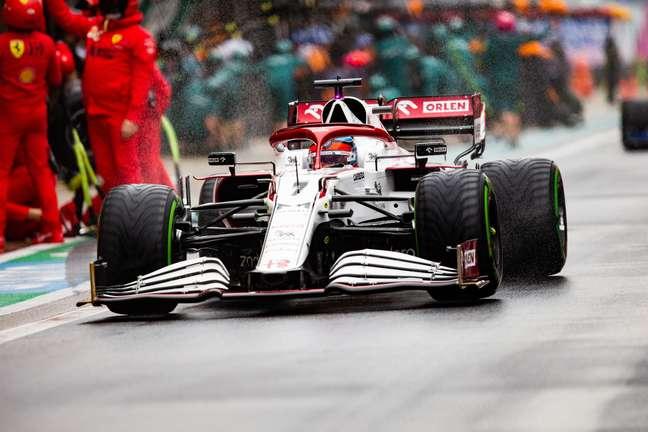 Kimi com os pneus intermediários.