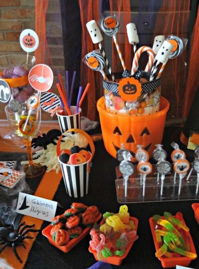 48. A mesa de doces para Halloween é uma das melhores – Por: Celebra com Ana