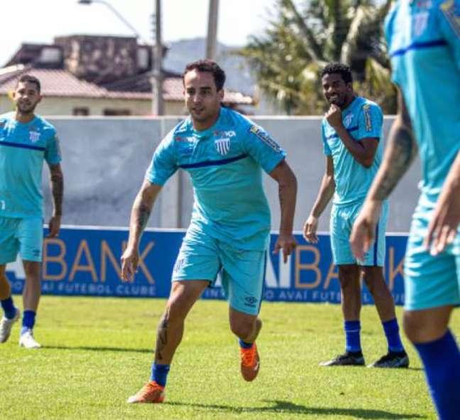 Jadson treinou com seus novos companheiros (Leandro Boeira/Avaí)