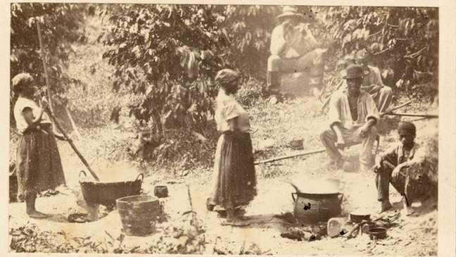 Nas fazendas, grávidas às vezes não conseguiam chegar a tempo à senzala