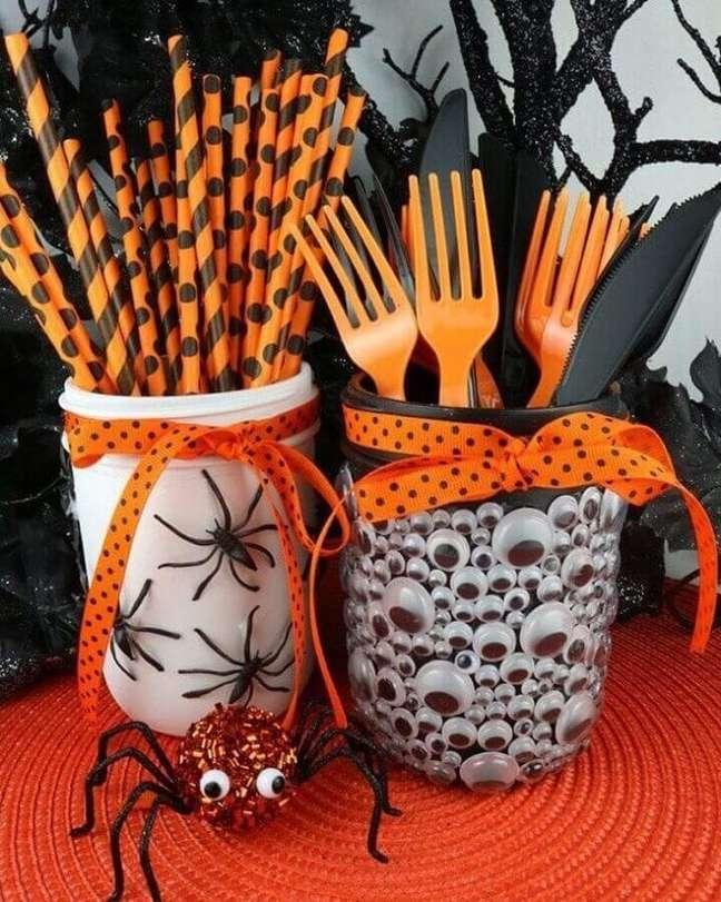 58. Decoração de Halloween preto e laranja – Foto: Paloma Lopes