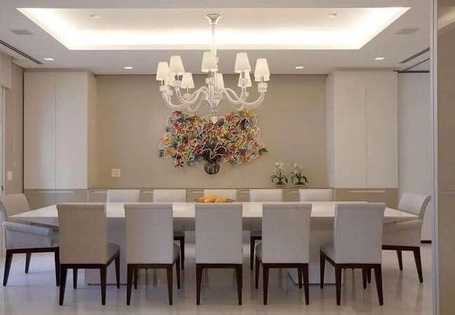 21. Lustre pendentes para sala de jantar decorada toda branca. Fonte: Marcelo Rosset Arquitetura