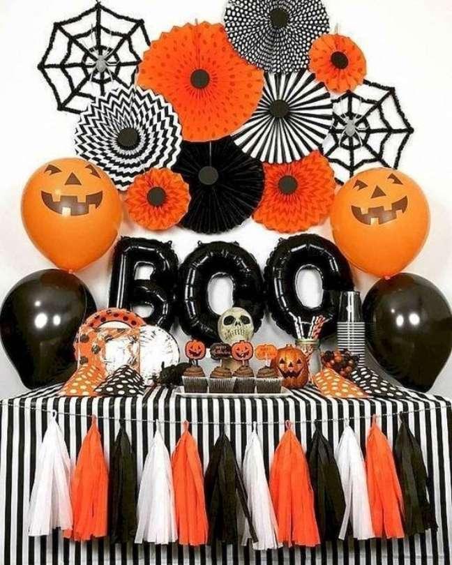 14. Decore a festa de halloween com laranja e preto – Por: Curious Doodle