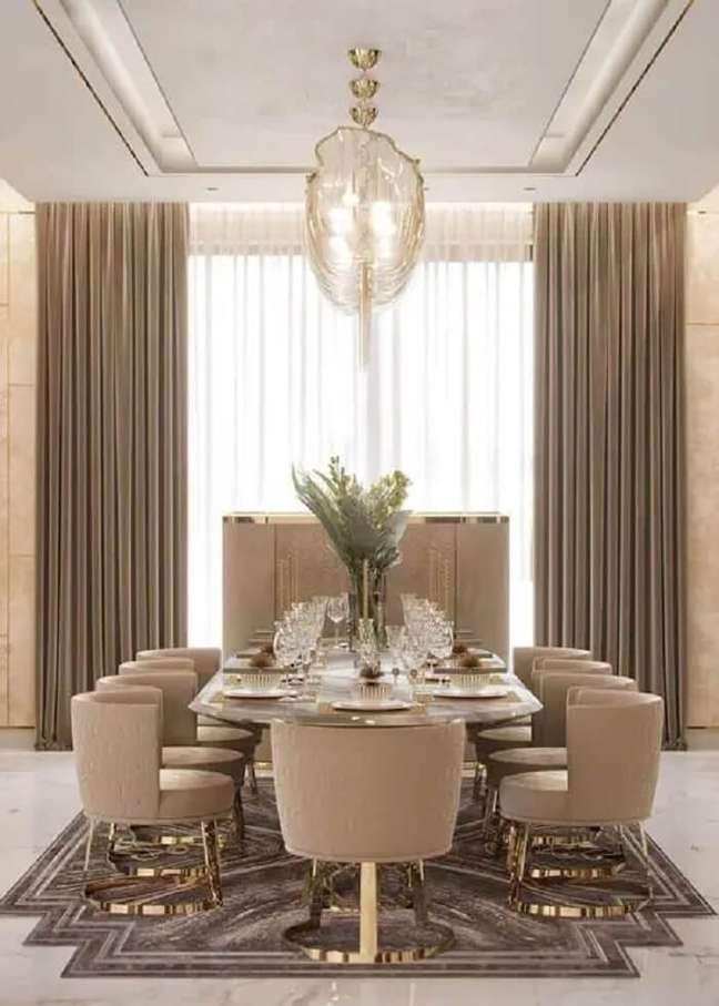 27. Poltrona para mesa de jantar luxuosa. Fonte: Casa de Irene