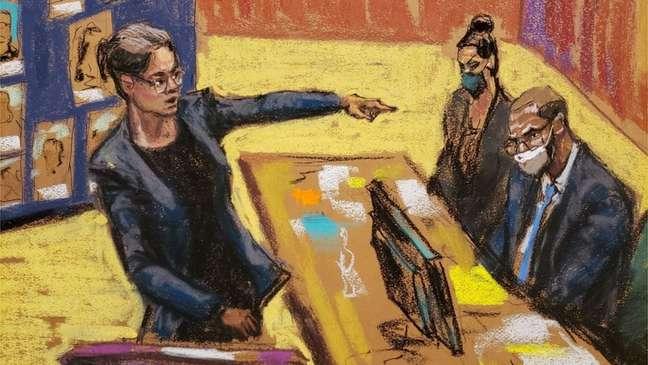 A promotora federal Elizabeth Geddes aponta para R. Kelly durante o julgamento