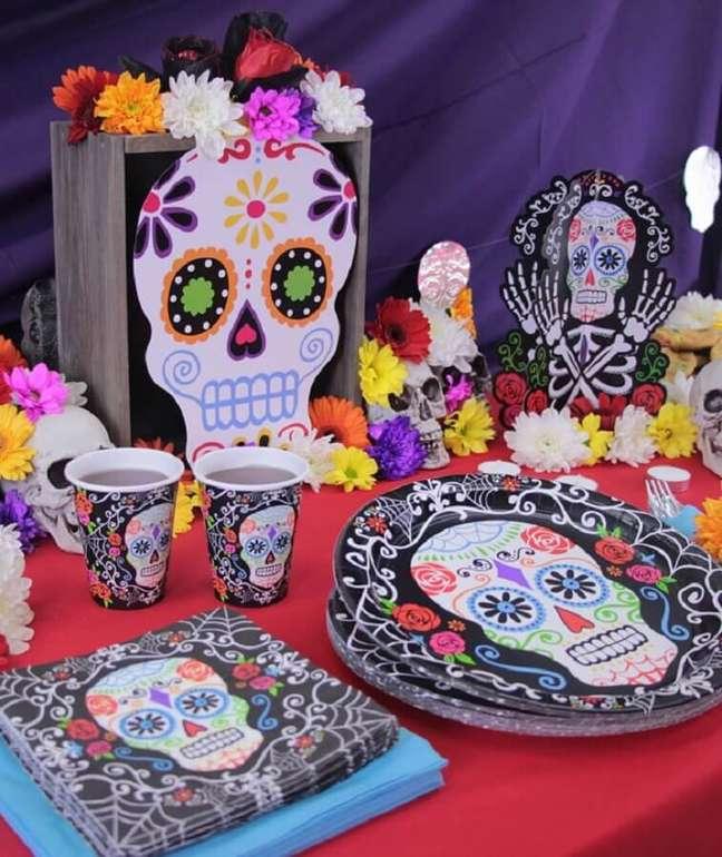 12. Decoração de Halloween com caveiras mexicana – Foto: Party Delights
