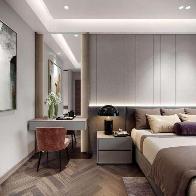 40. Decoração moderna com abajur para criado mudo de quarto de casal cinza planejado – Foto: Behance