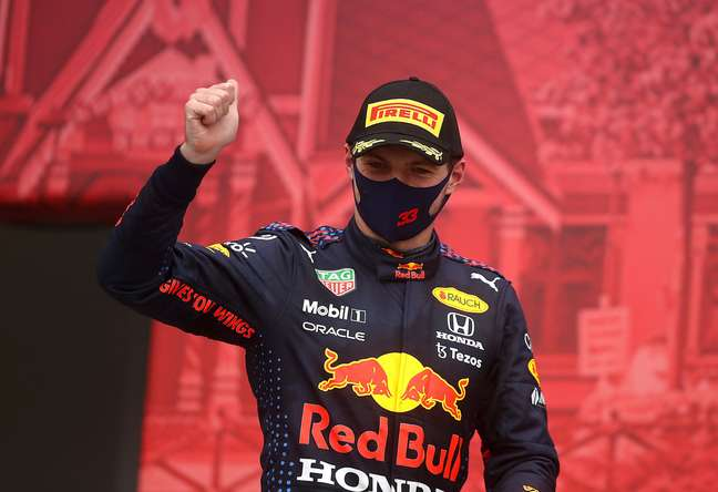 Max Verstappen festeja pódio improvável na Rússia