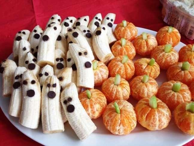 44. Confira ideias para halloween com doces feitos de frutas – Por: I Heart Naptime