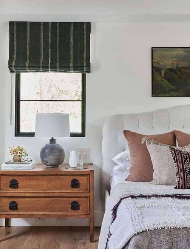 44. Decoração simples para quarto com abajur para criado mudo antigo – Foto: Scout e Nimble