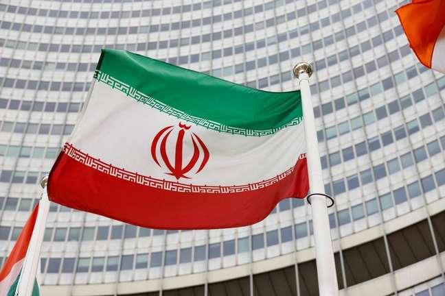 Bandeira do Irã do lado de fora da sede da AIEA em Viena 23/05/2021 REUTERS/Leonhard Foeger