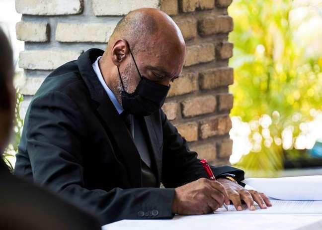 Primeiro-ministro do Haiti assina documento de acordo com oposição durante cerimônia em Porto Príncipe 11/09/2021 REUTERS/Ralph Tedy Erol