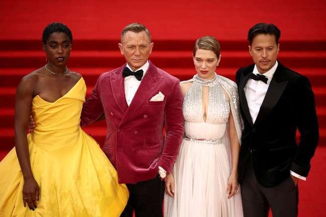 """Elenco de """"007 - Sem Tempo para Morrer"""" no tapete vermelho da pré-estreia em Londres 28/09/2021 REUTERS/Henry Nicholls"""