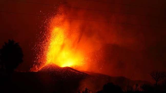 A erupção do vulcão Cumbre Vieja já destruiu centenas de casas