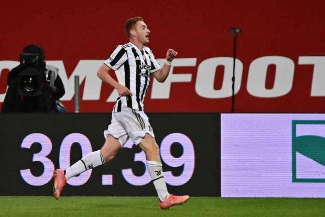 Dejan Kulusevski tem apenas um jogo como titular pela Juventus na atual temporada (Foto: MIGUEL MEDINA / AFP)