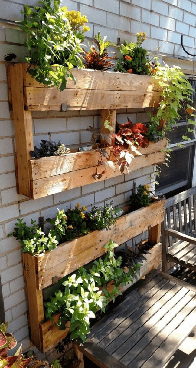 15. Cultive plantas em estruturas de pallets. Fonte: Revista Artesanato