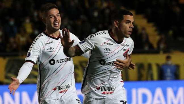 Furacão venceu o primeiro jogo (Raul MARTINEZ / POOL / AFP)
