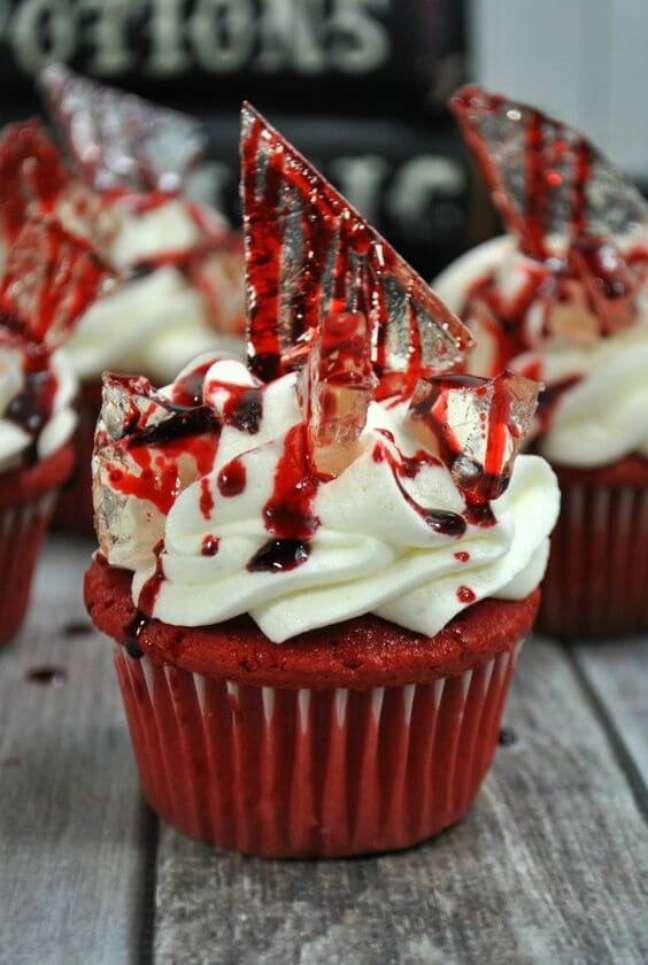 37. Que tal comprar docinhos com açúcar imitando um vidro e decorar sua festa de halloween – Por: Cucina de Yung