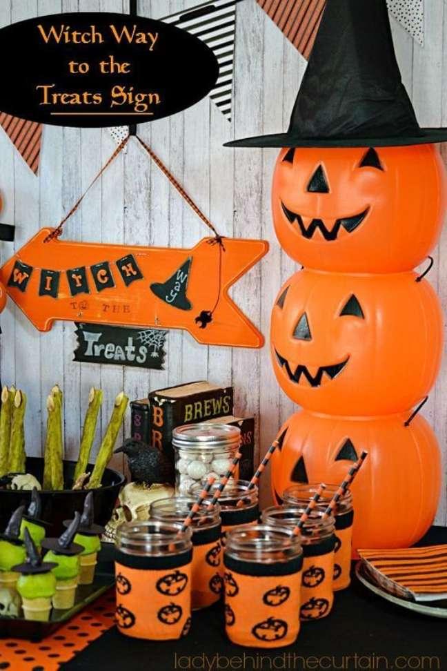 35. Aproveite o dia das bruxas para decorar a casa com muito estilo no halloween – Por: Lady Behind the Curtain