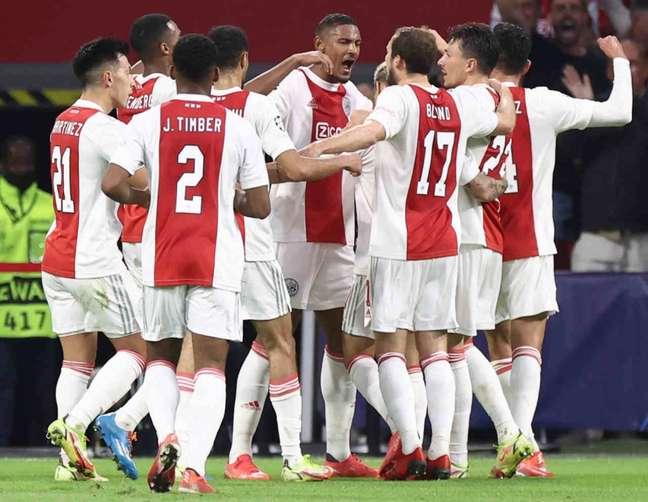 Ajax na vitória sobre o Besiktas (Foto: KENZO TRIBOUILLARD / AFP)