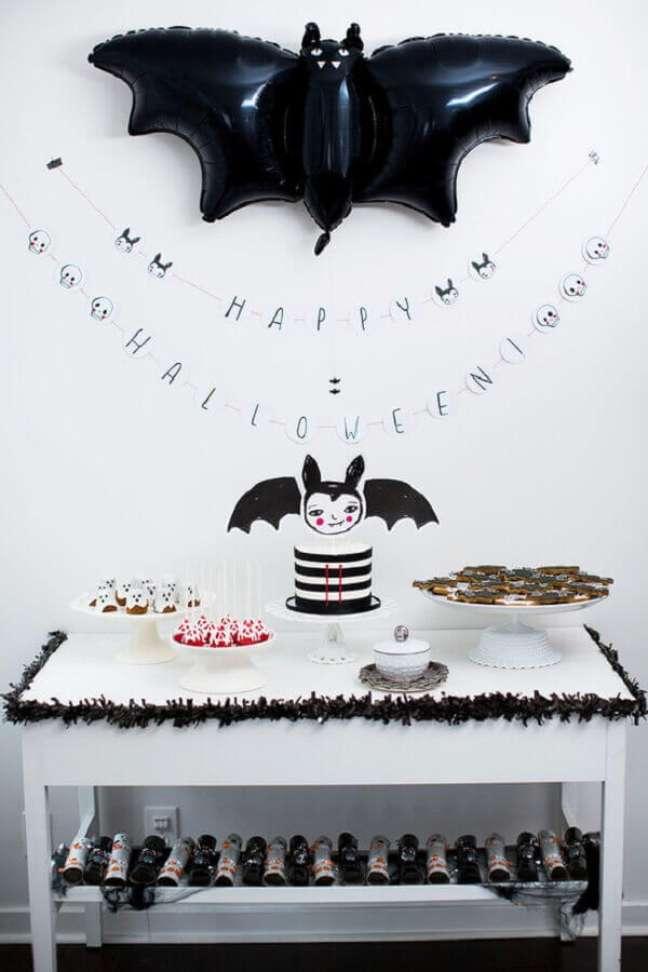 59. Decoração preto e branco para festa de Halloween simples – Foto: Fresh IDEEN
