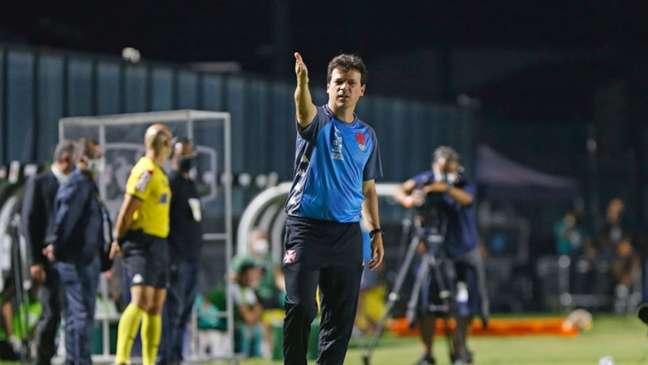 Fernando tem dois empates e duas vitórias à frente do time do Vasco (Rafael Ribeiro/Vasco)