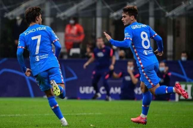 Grizemann comemorando gol de empate na Champions (Foto: Miguel MEDINA / AFP)