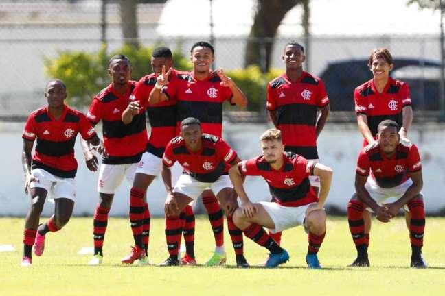 Time sub-20 do Flamengo comemora gol marcado (Foto: Gilvan de Souza/Flamengo)