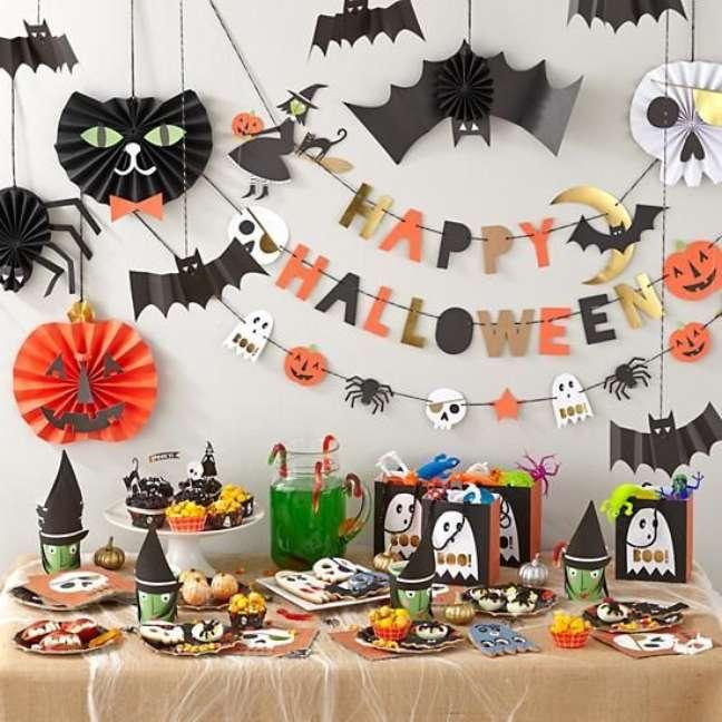 26. A mesa de guloseimas não pode faltar numa festa de halloween – Por: KidsPartim