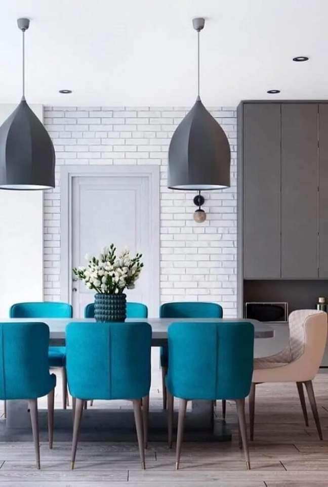 12. Pense em cada detalhe para fazer a decoração de sala de jantar moderna. Fonte: Decor Fácil