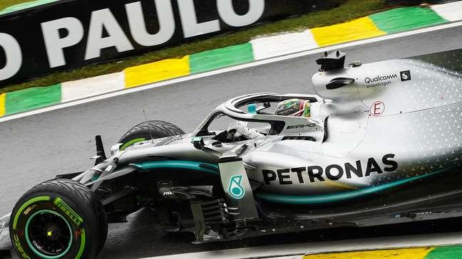 Lewis Hamilton diz que volta da Mercedes ao tradicional prata não muda em nada na luta antirracista abraçada pela equipe