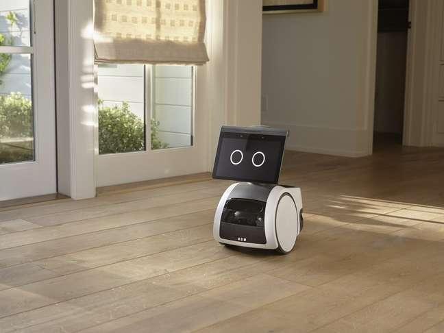 Robozinho Astro, que marca a entrada da Amazon no segmento de robótica doméstica