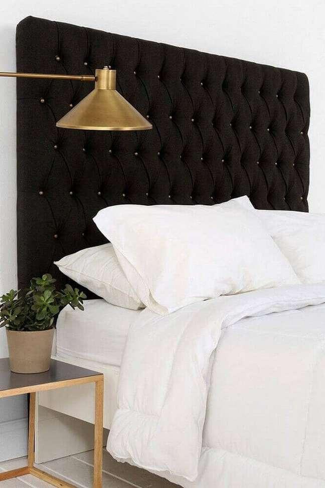 5. É muito importante saber exatamente qual o tamanho da cabeceira de cama capitonê você precisará comprar – Foto: Haus Best