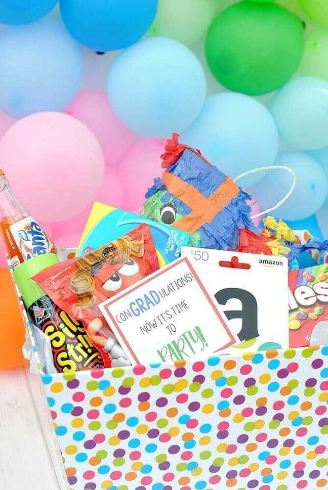 34. Modelo de festa na caixa infantil com decoração bem colorida e divertida – Foto: Beach Resort