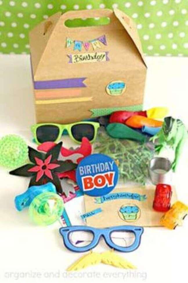 54. Itens divertidos precisam estar sempre presentes na festa na caixa infantil – Foto: Organize and Decorate Everything