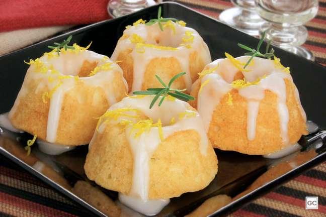 Guia da Cozinha - Minibolo de laranja com alecrim: receita para agradar todos os convidados
