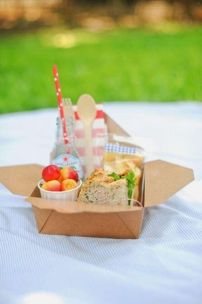 79. Festa na caixa para um picnic – Via: Bagagem de Mãe