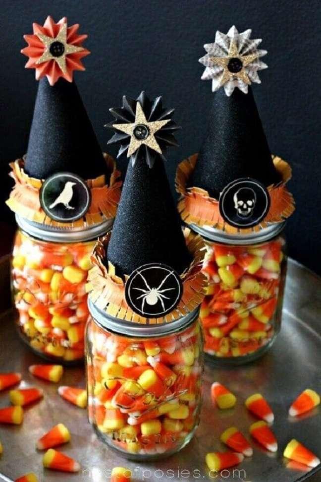 86. Potinhos de balas para decoração de festa de Halloween – Foto: The Trending House