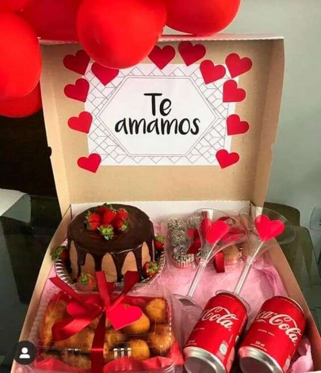 22. Decore a caixa de uma forma especial e romântica. Fonte: Tudo Especial
