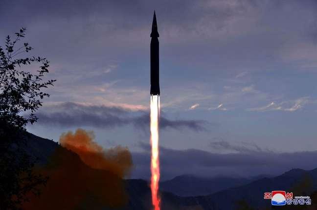 Coreia do Norte diz ter testado novo míssil hipersônico 29/09/2021 KCNA via REUTERS