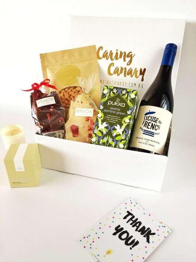 42. Modelo de festa na caixa simples – Foto: Caring Canary