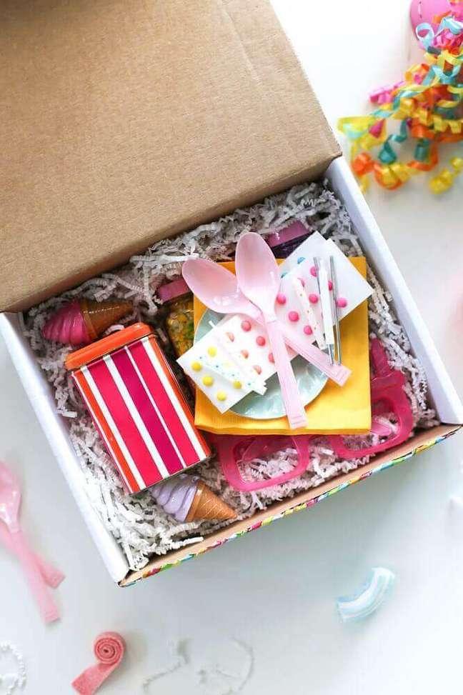 35. Festa na caixa para amiga – Foto: Salty Canary