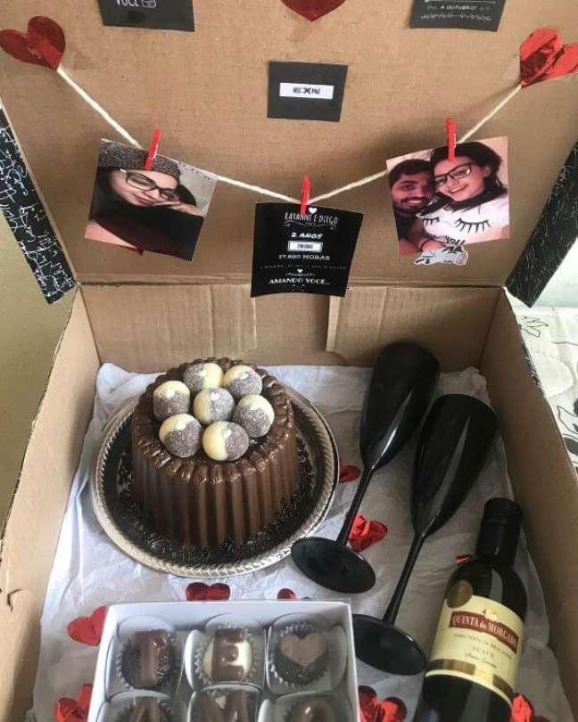 81. Festa na caixa com vinho e bolo de chocolate – Via: Lissie Brigadeira