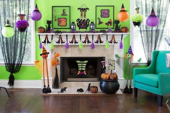 88. Sala de estar decorada Dia das Bruxas – Foto: Party Delights Blog
