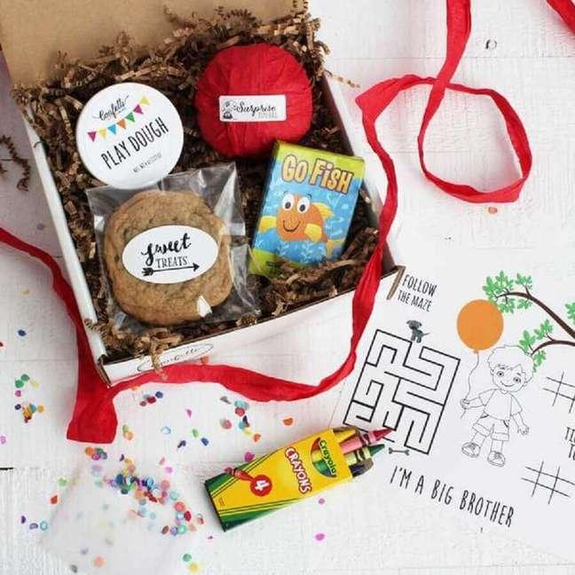 70. Modelo simples de caixa para festa infantil, para realizar uma festa na caixa – Foto: Confetti Gift Company