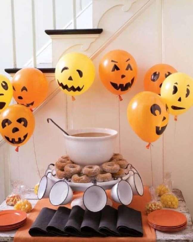 43. Personalize as suas bexigas para a decoração de festa de Halloween – Foto: Michael Murphy