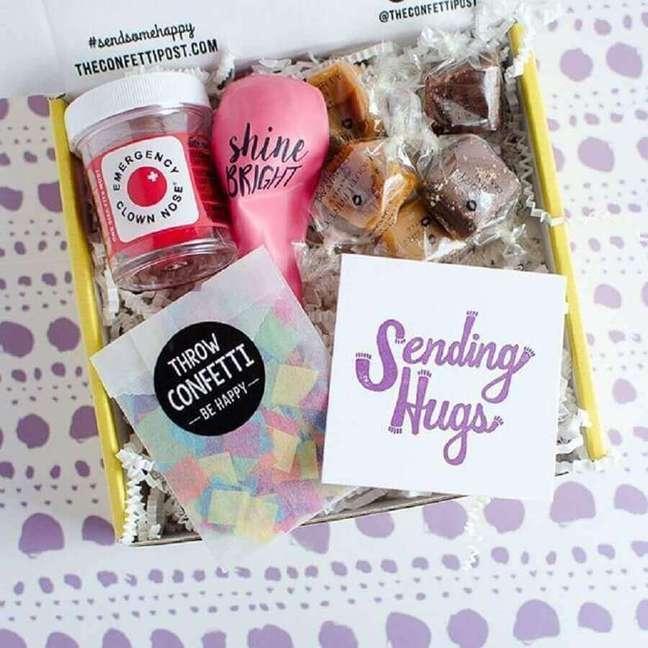 24. Ideia simples para festa na caixa para amiga – Foto: Birthday Ideas