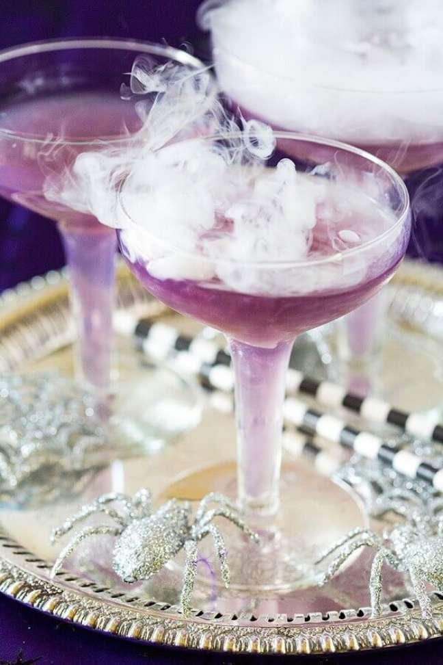 14. Ideia de bebida personalizada para festa de Dia das Bruxas – Foto: Brit + Co