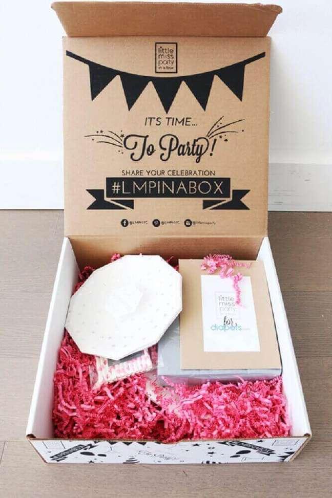 41. Ideia de festa na caixa simples – Foto: Maggie Antalek