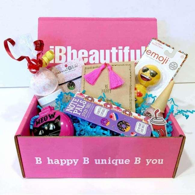 49. Ideias de decoração para caixa que você dará de presente para a sua amiga na festa na caixa – Foto: Ib Beautiful